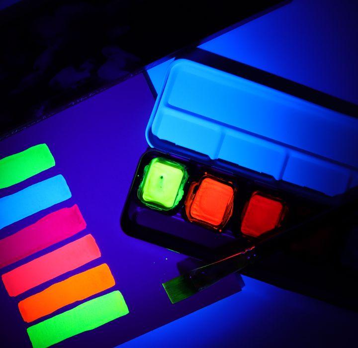 Fluoreszenz unter UV-Licht